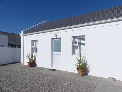 Cottage For Rent in Golden Mile, Britannia Bay