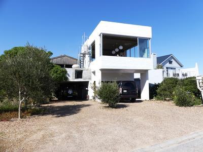 House For Sale in Britannia Bay, Britannia Bay